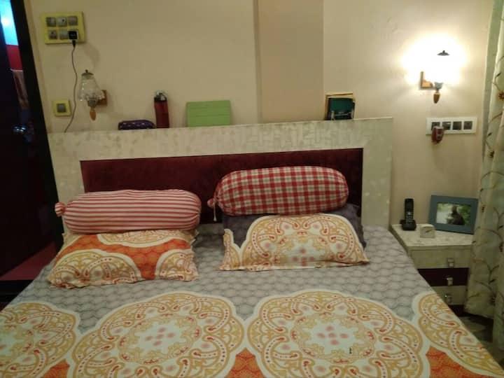 Andheri (W) Large Bedroom Close to Train n Metro