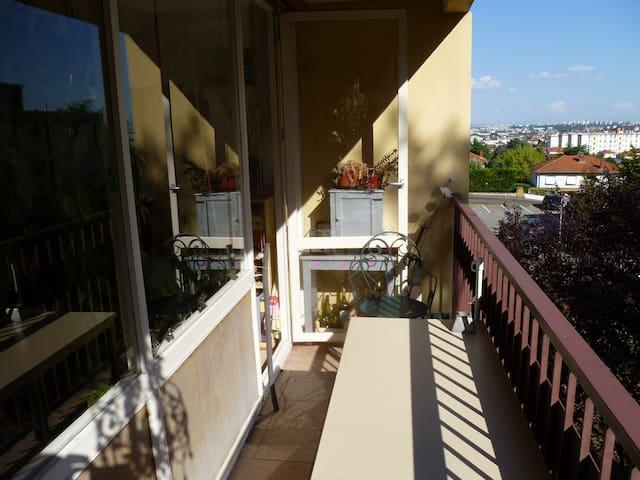 Chambre au calme à 5km de Lyon - Oullins - Daire