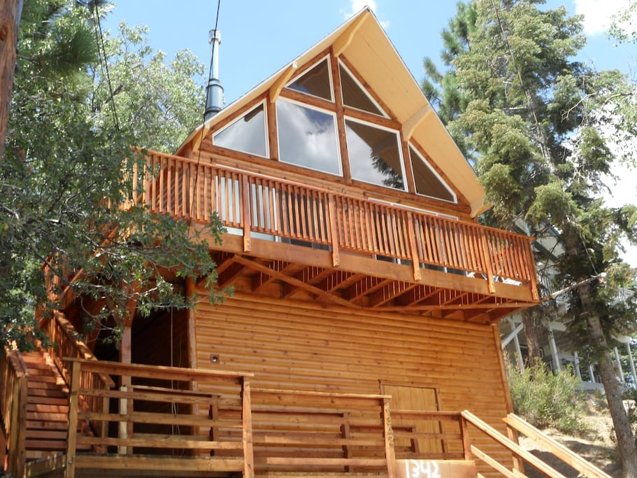 Cozy hideaway cabins for rent in big bear lake for Cabins to rent in big bear