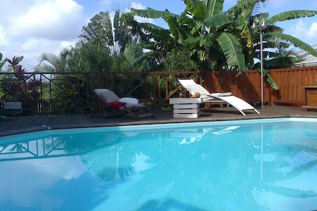villa récente piscine et vue mer - Les Avirons