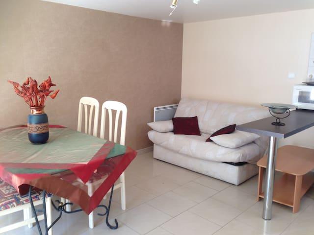 Studio de plein pied dans les bois - Bazainville - Apartamento