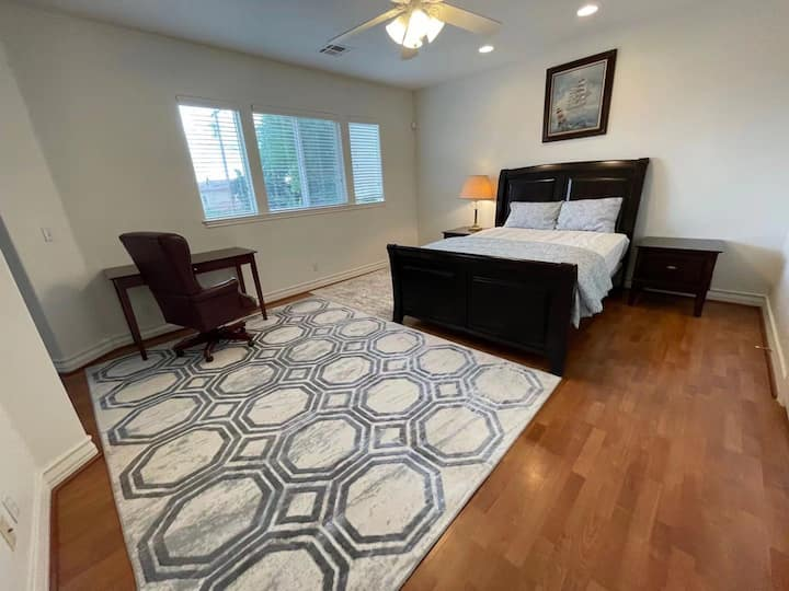 L3M nice room with private bathroom in Temple city