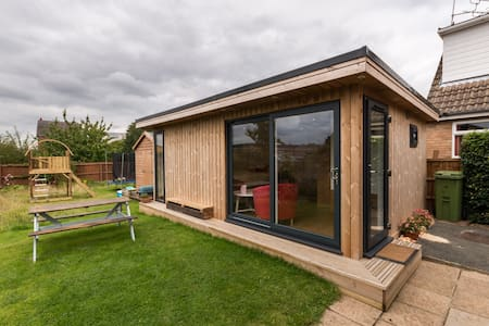 Detached Garden Room in Cheltenham - Челтенхэм - Бунгало