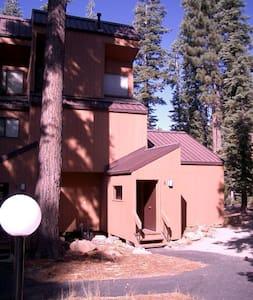 One Block +, Gorgeous Lake Tahoe - Carnelian Bay - Apartment