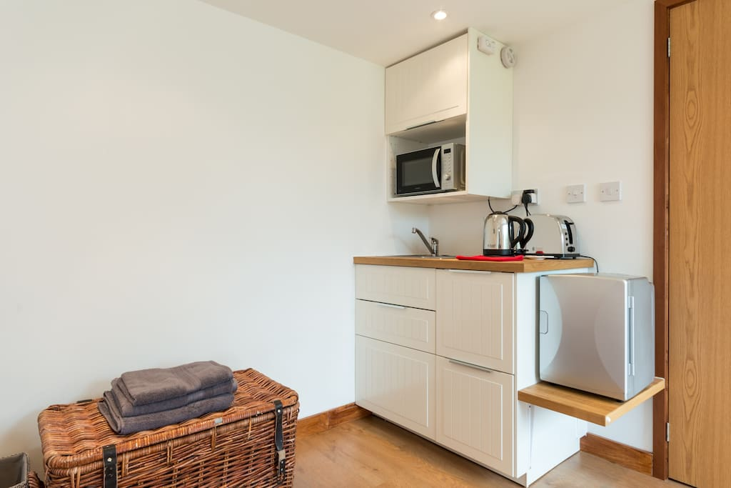 Kitchenette, including kettle, toaster and microwave