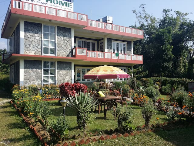 Hotel Fire on the Mountain Lakeside Pokhara - Pokhara - Bed & Breakfast