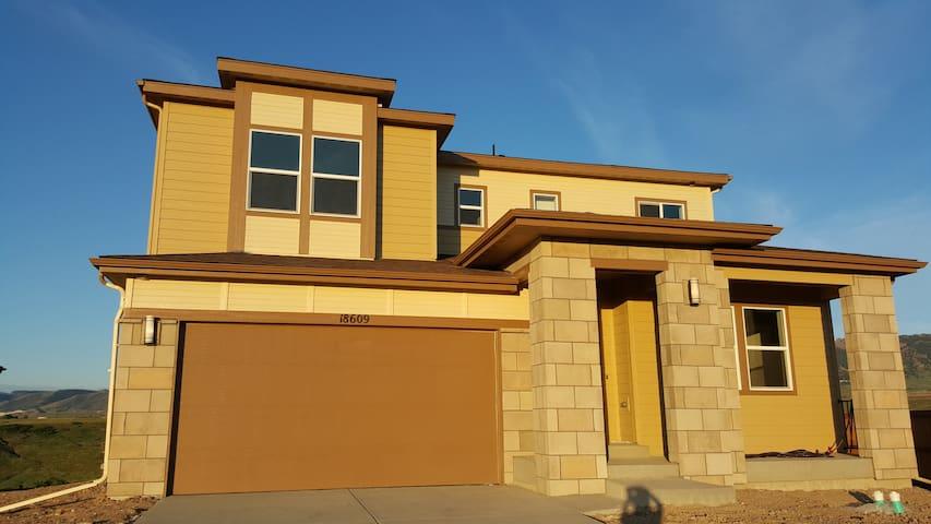New Home Near Mountains - Arvada - House