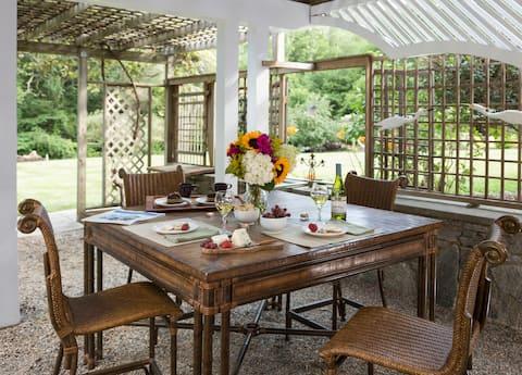 Cheery Garden View Room @ Abbey's Lantern Hill Inn
