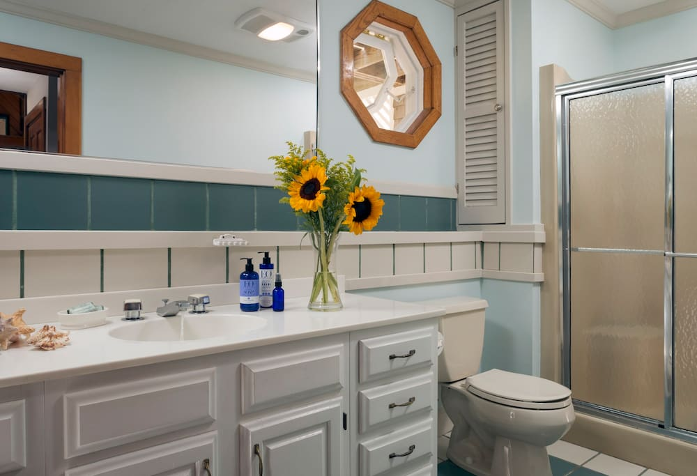 A spotless, bright and cheery bathroom.