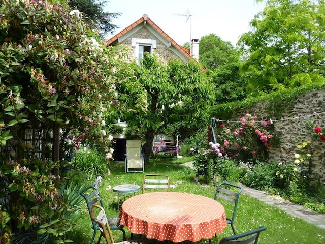 Chambre dans maison de caractère - Montgeron - Dom