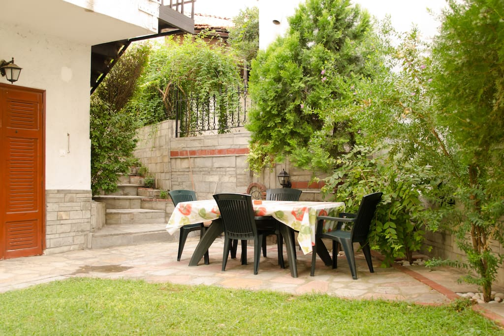 The garden is truly a hidden oasis.  Most accommodation in Thessaloniki is in apartment buildings, and it is rare even for detached houses to have a garden.