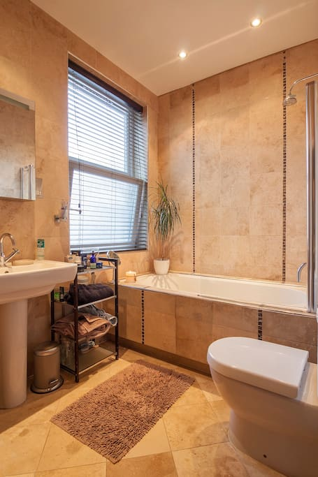 Features a large bath and shower, supplied by instant hot water.  Also features underfloor heating to keep your toes toasty