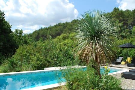 MAISON ARCHITECTE GEOMETRIQUE DANS PARC 4000 M2 - La Bouilladisse - 一軒家