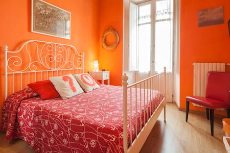 Cozy room in the heart of the charming old town - Σαλέρνο - Bed & Breakfast