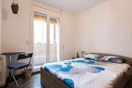 Doble room in new central apartment - Barcelona