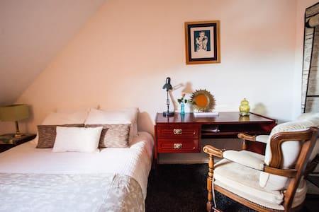 B&B Oranje Nassau | Nice Room ♥ Bikes near Leiden - Oegstgeest