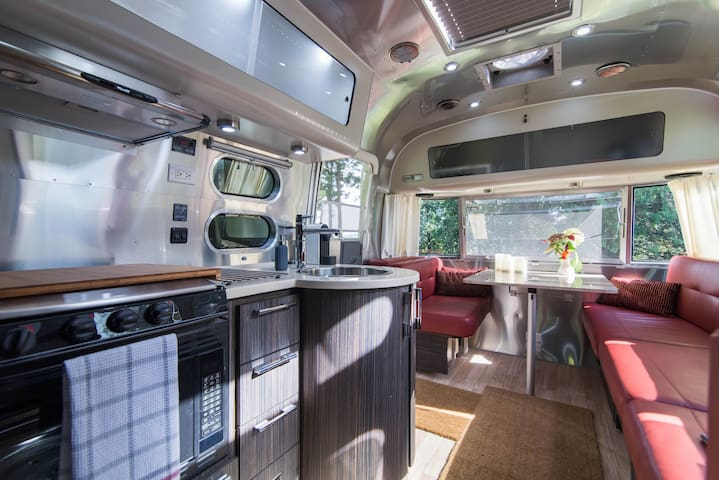 "New ""Airstream"" Paradise in the Hills - Wakefield - Bed & Breakfast"