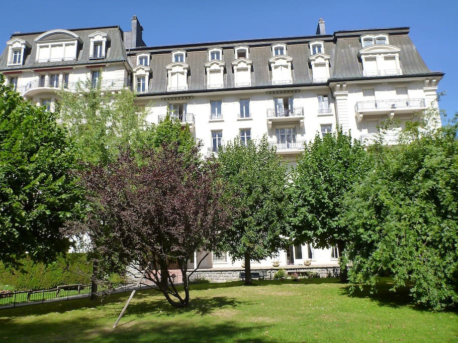 The hotel/appartment is surrounded by a quiet garden