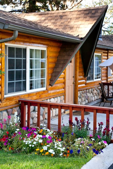 Luxury cabin within resort chalets for rent in big bear for Big bear luxury cabin