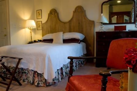 Scarborough Fair B&B: Round Hill - Baltimore - Bed & Breakfast