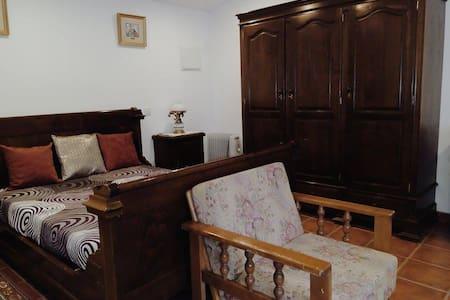 Delightful bedroom Casa da Boavista - Monte - Huis