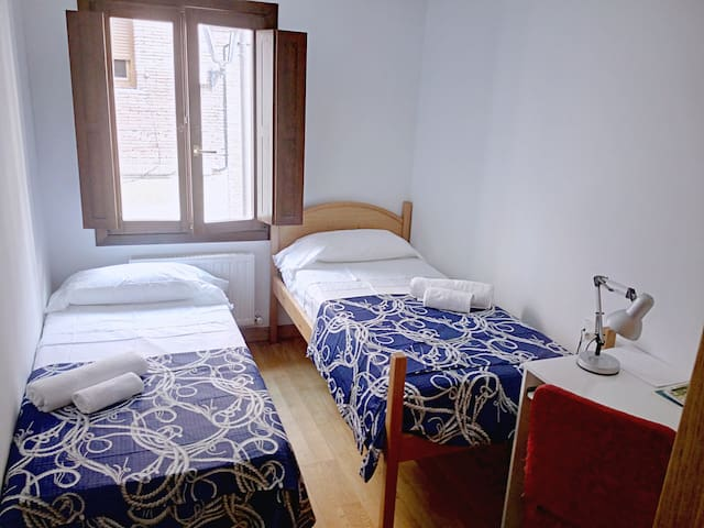 COMFORTABLE DOUBLE ROOM!(BLUE) - Estella