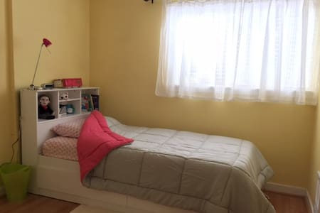 Private room in a clean 2 bedrooms