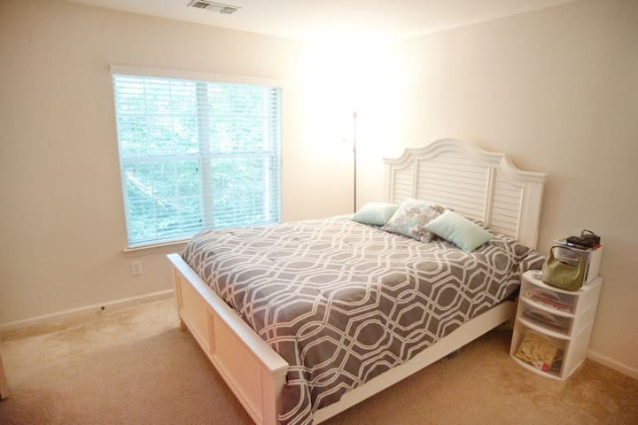 Private room minutes from downtown - Midlothian - Appartement