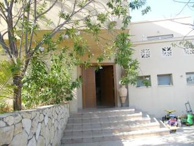 Amazing villa close to the airport - Shoham - Huis