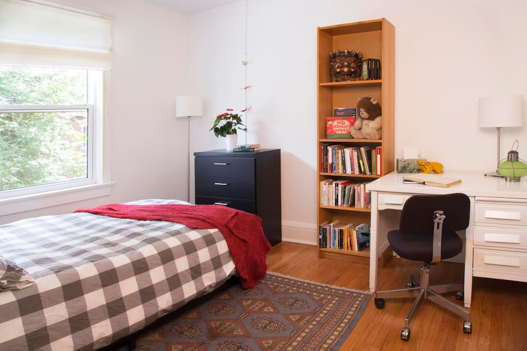 This sunny bedroom features a lovely West facing view, refinished  hardwood floors new double bed with luxurious bamboo pillows and super-soft 1800 threadcount linens, work desk and chair.   This room also has a black out blind,  ceiling fan and A/C