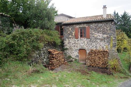 Maison dans un hameau à la campagne - Saint-Martin-sur-Lavezon