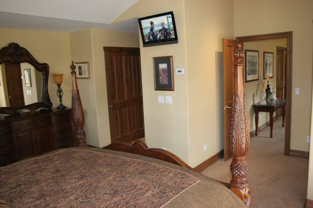 Flat Screen Wall TV and Master Bath with both Jetted Tub and Separate Shower.