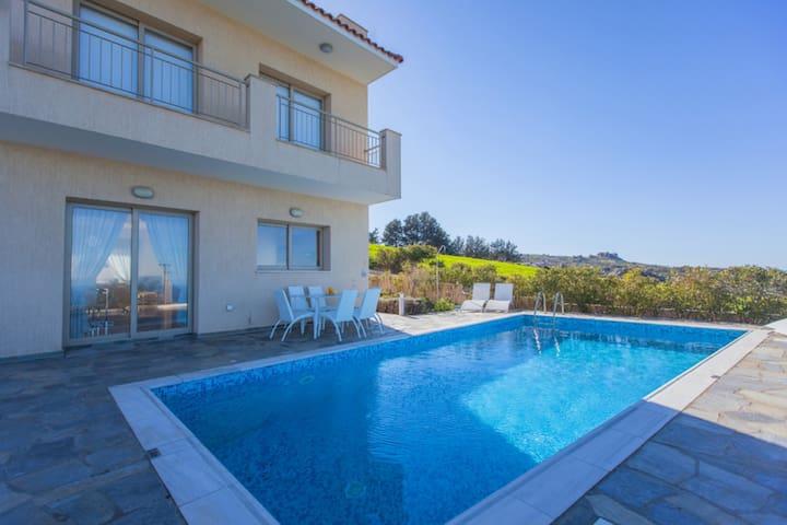 Luxury Villa - Jacuzzi- Sauna- Pool - Poli Crysochous - Haus