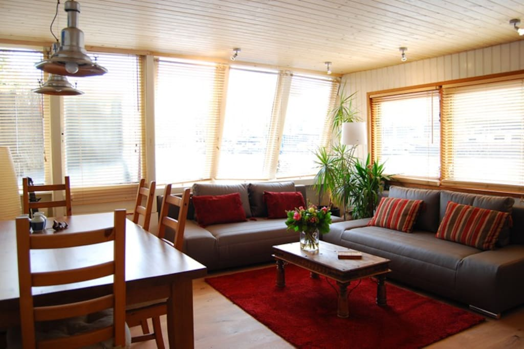 Private guest apartment on a shared boat houseboats for for Low cost apartments amsterdam