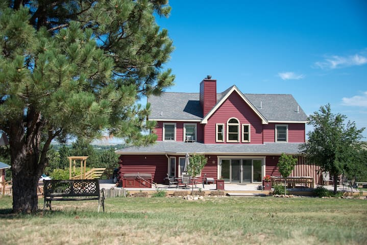White Tail Ridge BandB, Black Hills, Madam Dora Rm - Hermosa - Bed & Breakfast