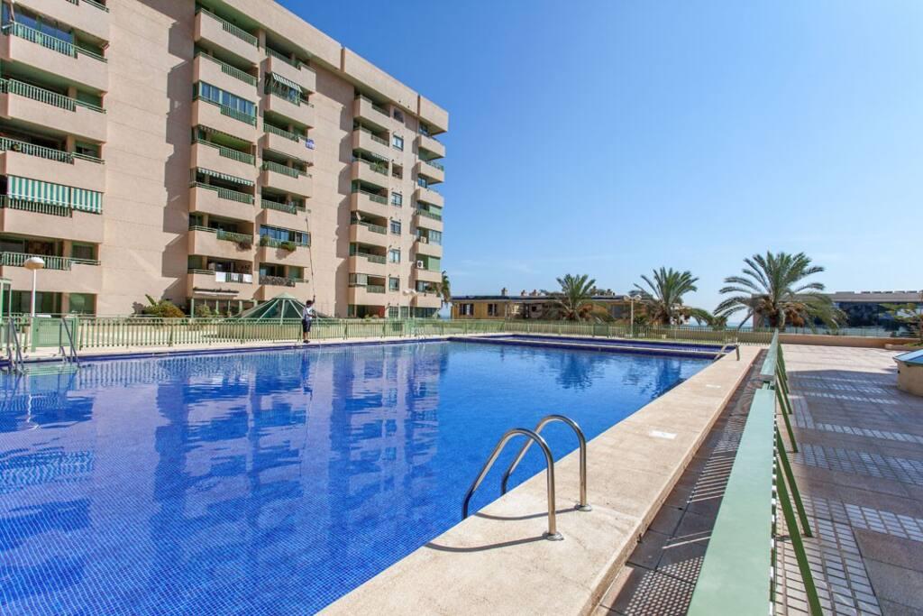 Alquiler con piscina playa valencia apartamentos en for Apartamentos en madrid con piscina