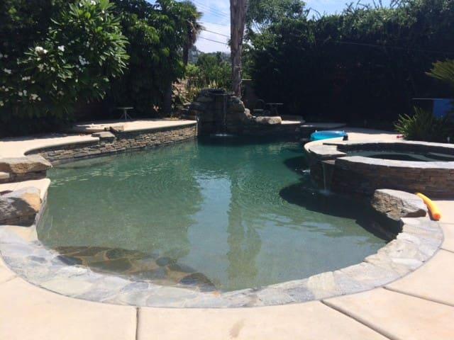 Custom salt water pool! Ranch home! - Santa Ana