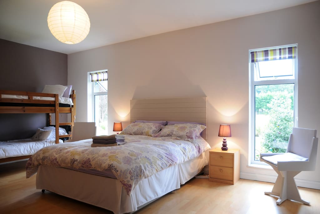 beautiful ensuite bedroom sitting room sleep 2 4 bungalows for rent in killorglin kerry. Black Bedroom Furniture Sets. Home Design Ideas