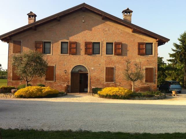 Agriturismo La Cascinetta - Pieve di Cento - ที่พักพร้อมอาหารเช้า