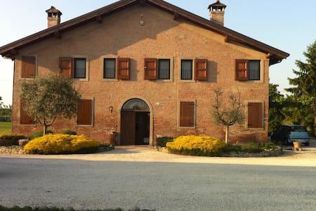 Agriturismo La Cascinetta - Pieve di Cento - Aamiaismajoitus
