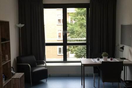 Modern studio apartment inside Amsterdam - Amsterdam - Lägenhet