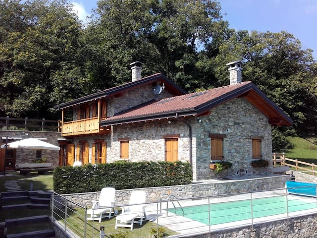 La Dolce Vita, rustico con piscina - Massino Visconti - House