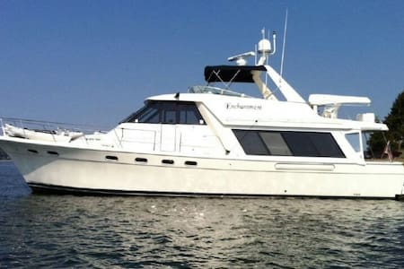 3 STATEROOM  YACHT SLEEPS 8 CLOSE TO BEACH & BARS - San Pedro  - Loď