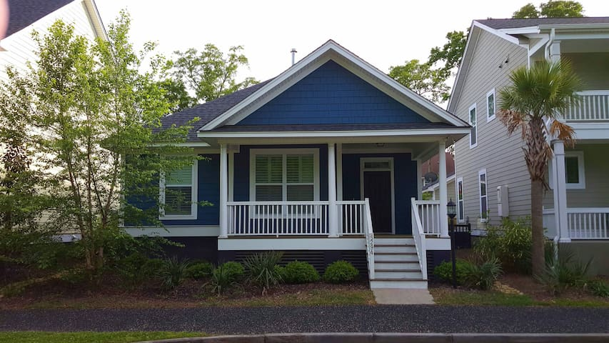 Hip Home w/ Pvt. Bath minutes to DT - North Charleston - House