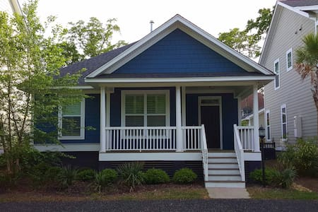 Hip Home w/ Pvt. Bath minutes to DT - North Charleston