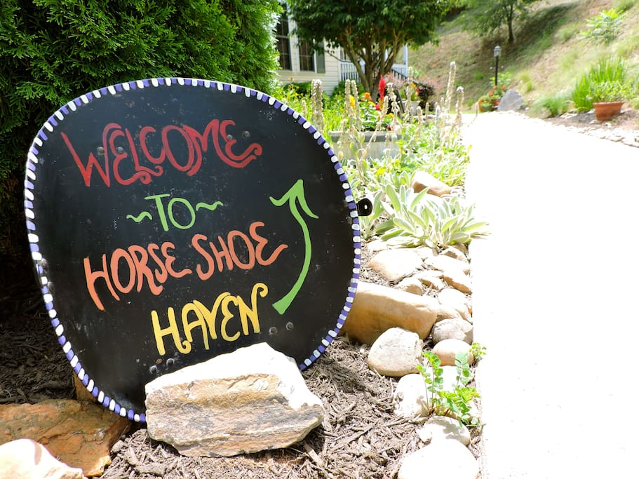 (((Welcome To Horse Shoe Haven!!! <3 )))