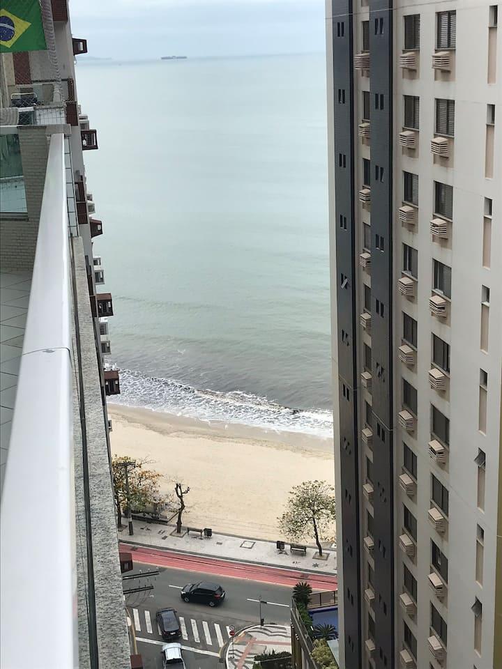Apto à 30 metros da Praia, com vista do Mar