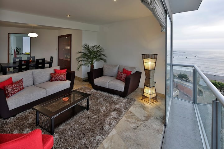 Airy flat with spectacular ocean view