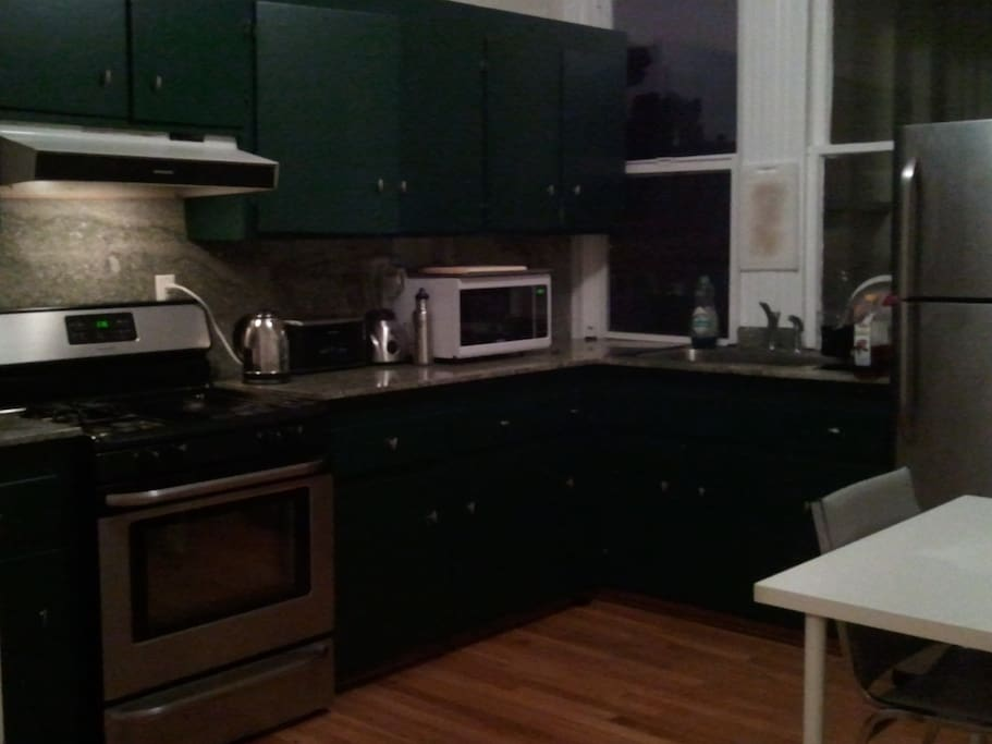 There is a full kitchen, and you can use anything (microwave, coffee machine, oven, stove, refrigerator, toaster, juicer, blender, etc.)