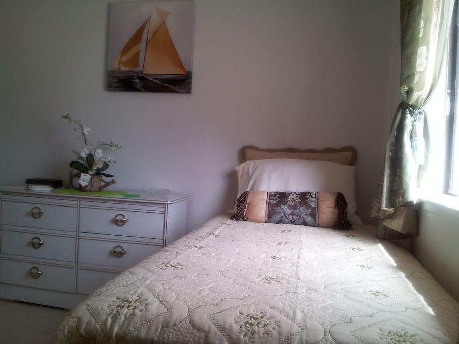 Yellowgreen bed